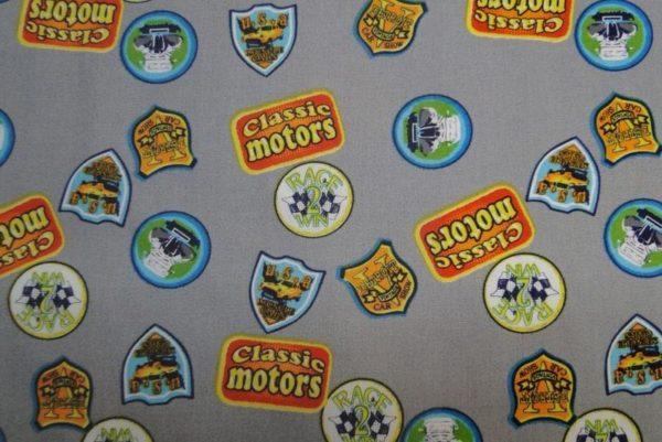 Dapper kinderstof grijs badge gekleurde print A0759