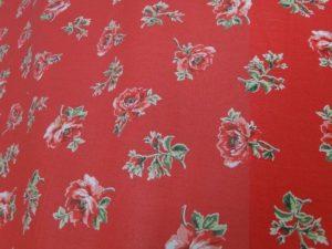 Decoratie gordijn D520 rood met rozen groen blad