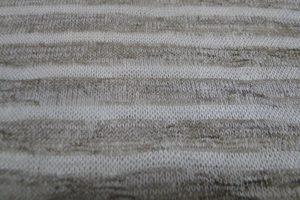 Gebreide jersey stof met streep. Taupe/ecru kl 056. C083