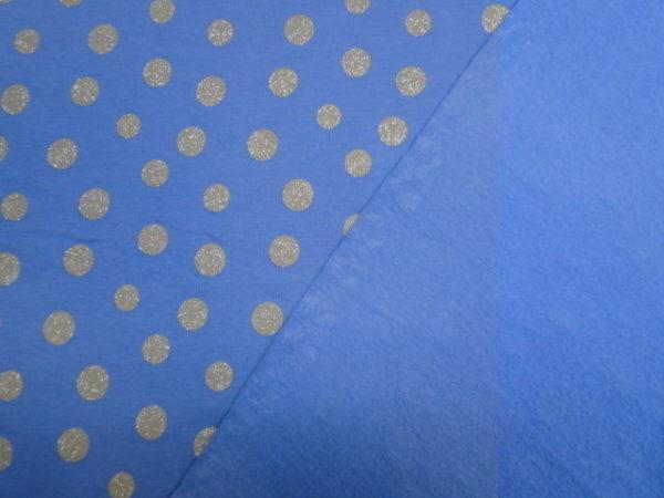 blauw met beige stippen