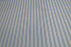 Katoen stof lichtblauw met wit gestreept