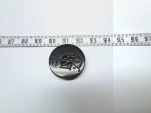 Knoop 8 zwart letter ca 20 mm