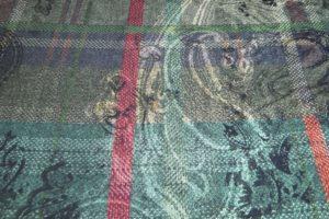 Tricot stof met digitale paisley ruit print