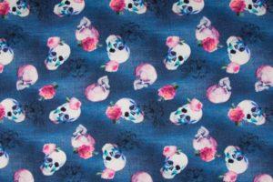 Katoenen tricot stof, jeans print en doodshoofden