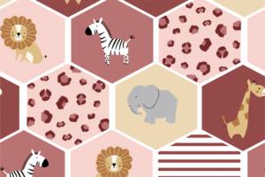 Tricot katoen stof, vakjes met jungle dieren en dierenprintjes, bordeaux/lichtroze/crème. Q5541